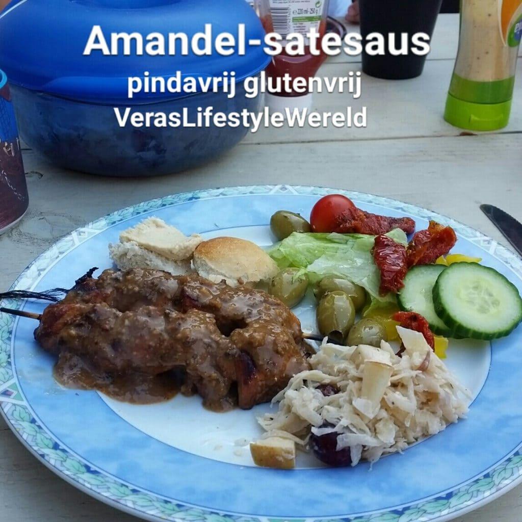 Een recept voor amandel-satésaus die haast niet van een authentieke pindasaus te onderscheiden is. Glutenvrij, pindavrij.